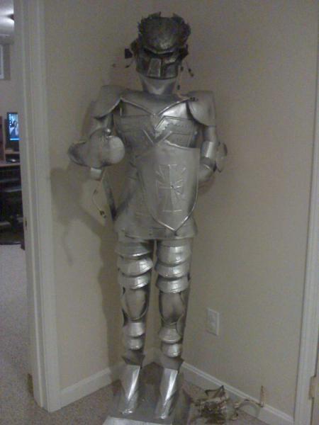 150-i-found-predator-mask-flea-market-i-put-him-my-knight-thought-hmmmmmmmmm-let-prop-work-begin.jpg