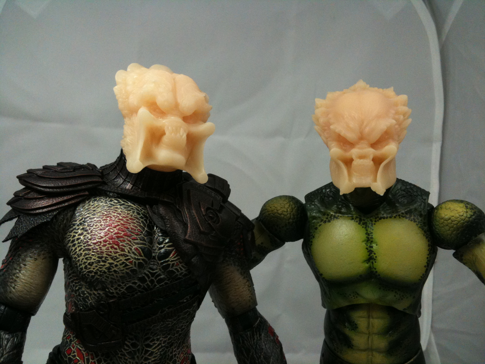 1_6_Custom_Predator_Heads_on_Hot_Toy_Bodies.JPG