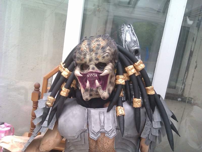 8724-original-predator-3-4-mask-modified-into-full-head-piece-complete-dread-locks.jpg