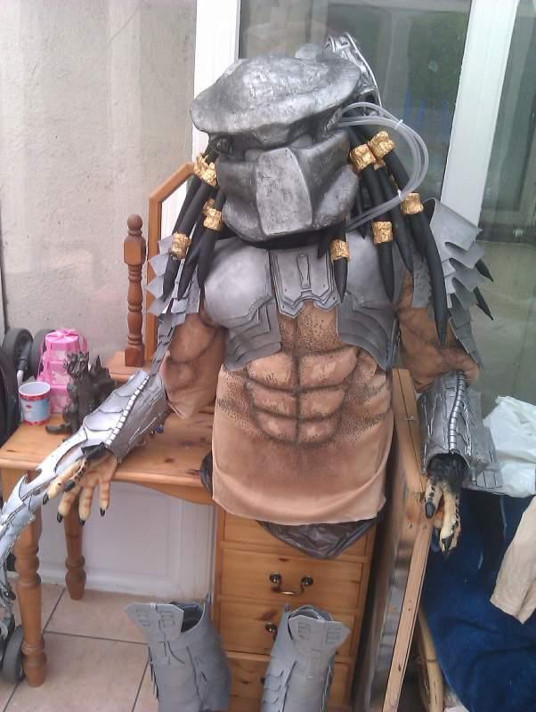 8725-top-half-my-avp-predator-costume-bio-chest-armour-shoulder-bells-bicep-armour-arm-gauntlets.jpg