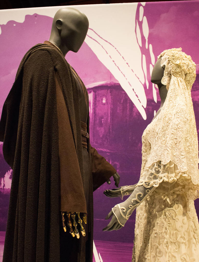anakin_and_padme_wedding_costumes___exhibit_by_jewel_firefly_d8j087i-pre.jpg