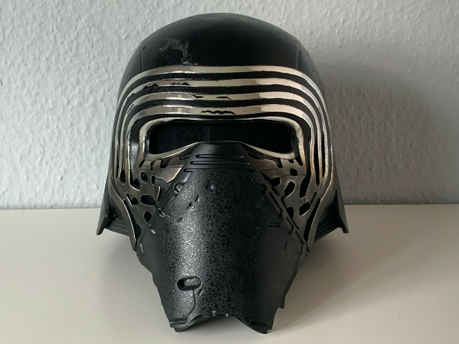 ANOVOS-Kylo-RenPremier-Line-Helmet-Star-Wars.jpg