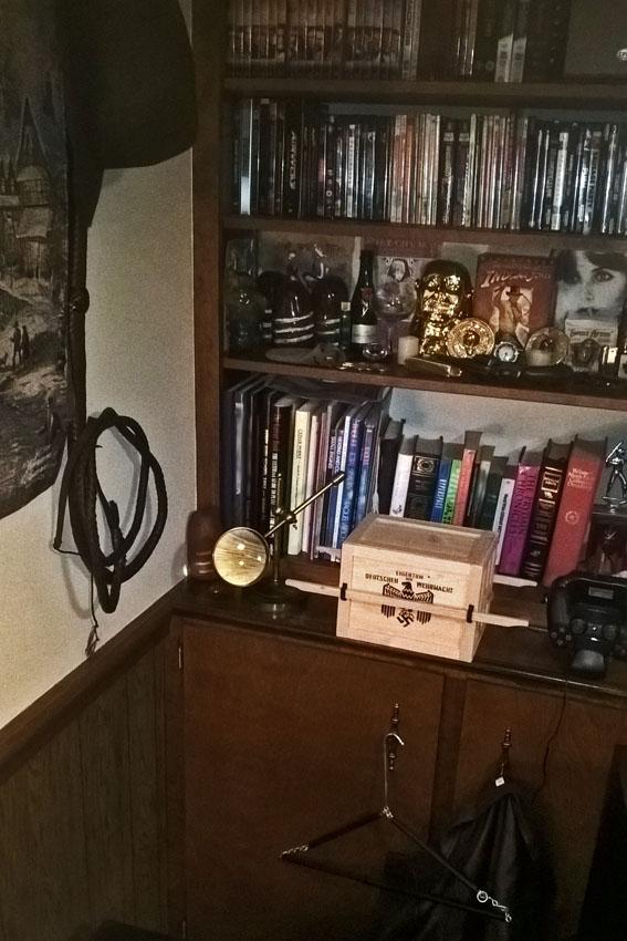 Ark Crate Bookcase Vertical Hanger s01.jpg