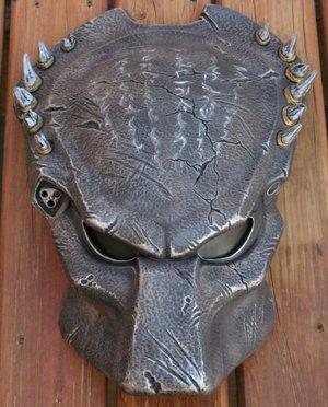 AVP_R_Wolf_Bio_Helmet_REPAINT_by_PredatrHuntr.jpg