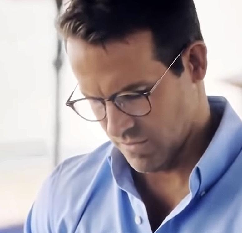 Blue Shirt Guy Fight Scene 5 - Glasses.png
