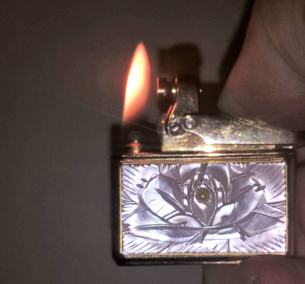 Colibri Mother of Pearl Wick Lighter 01s Lit.jpg