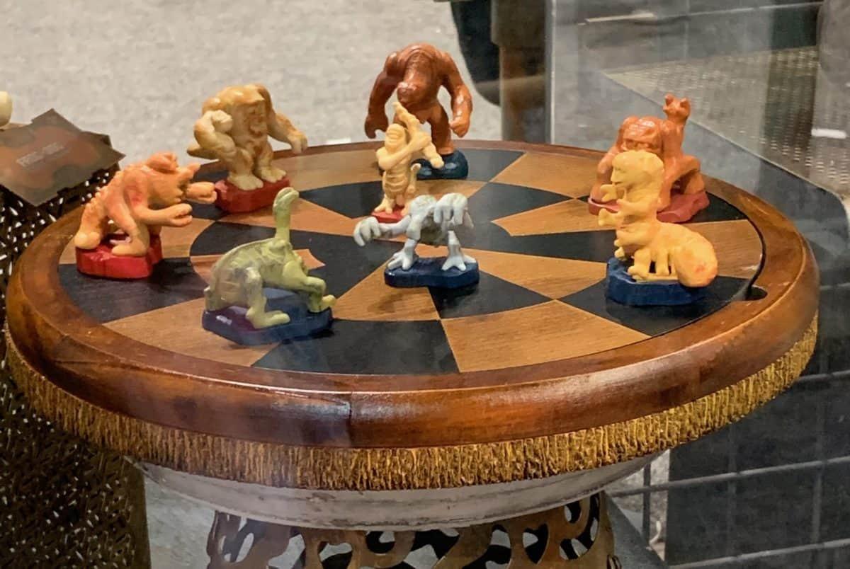 darian-toymaker-wooden-dejarik-board-game-1200x804.jpg