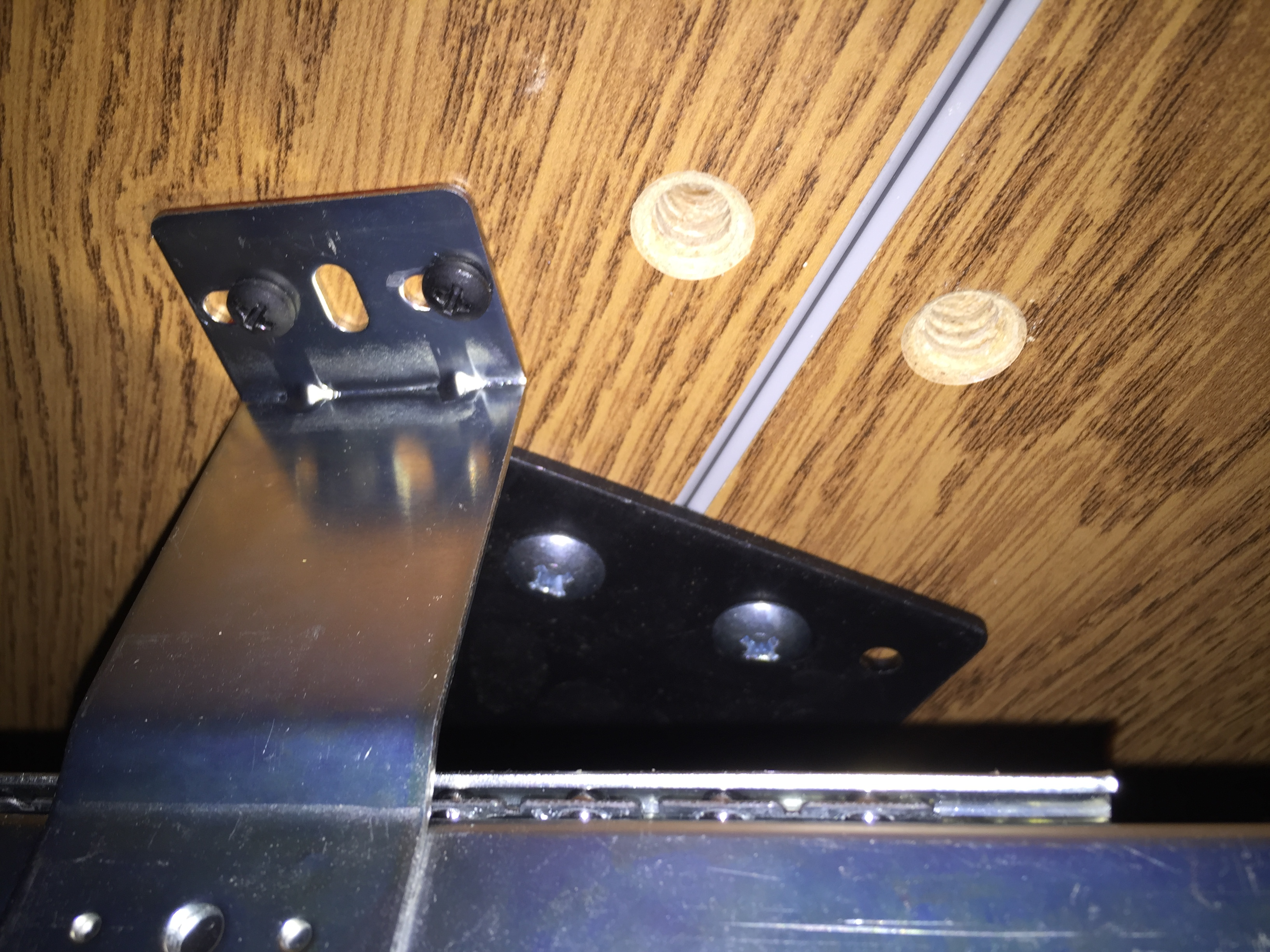 DeskBracket2.JPG
