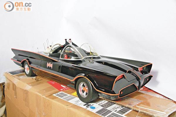 Hot-Toys-1966-Batmobile.jpg