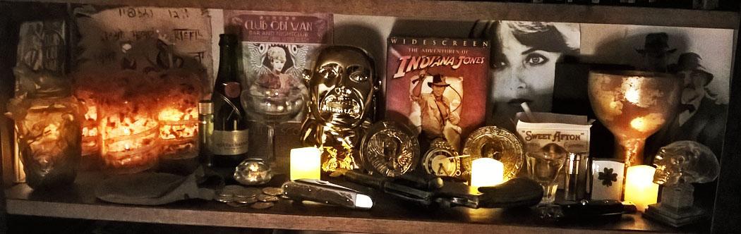 Indy Bookshelf Both Knives Med Lit s.jpg