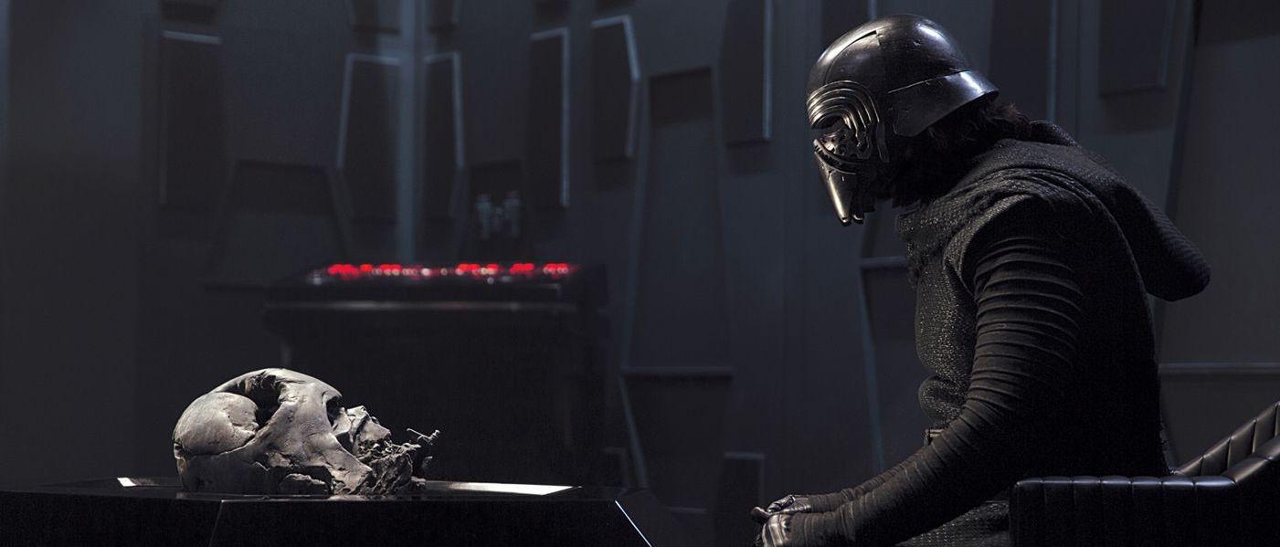 Kylo-Ren-and-Darth-Vader.jpg