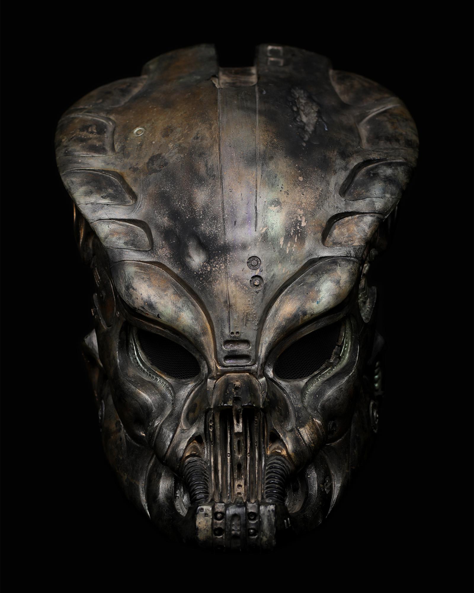 Pedator-bio-mask-helmet-original-prop-01.jpg