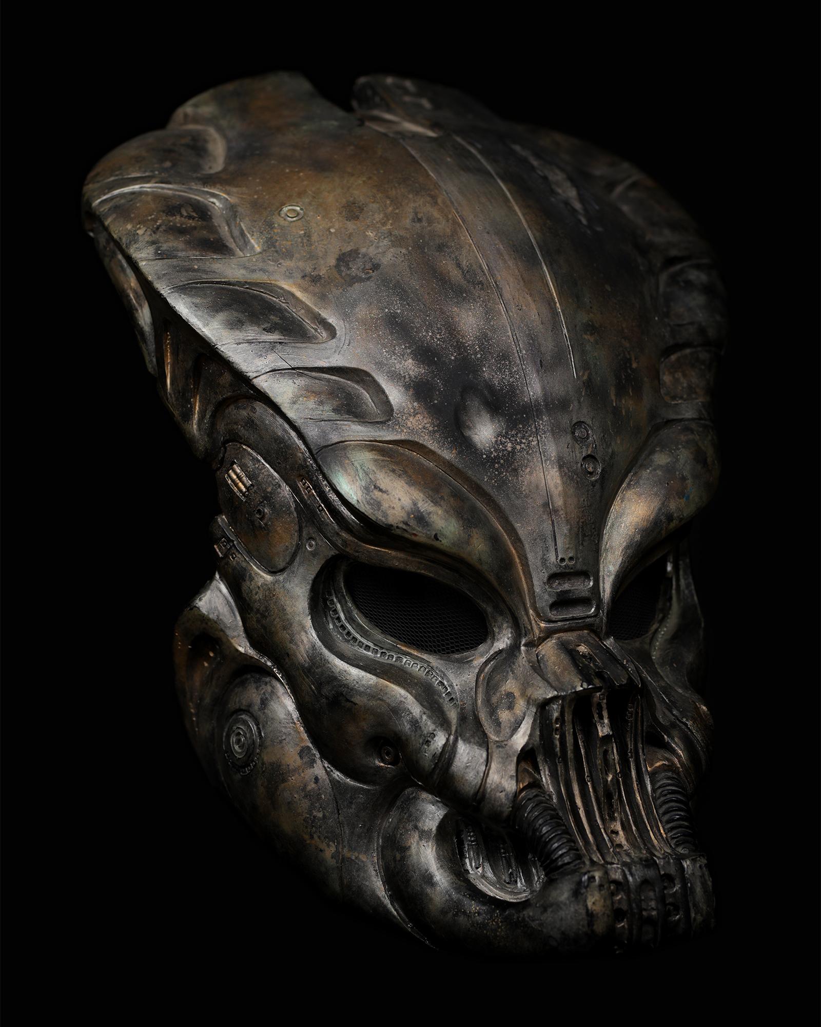 Pedator-bio-mask-helmet-original-prop-03.jpg