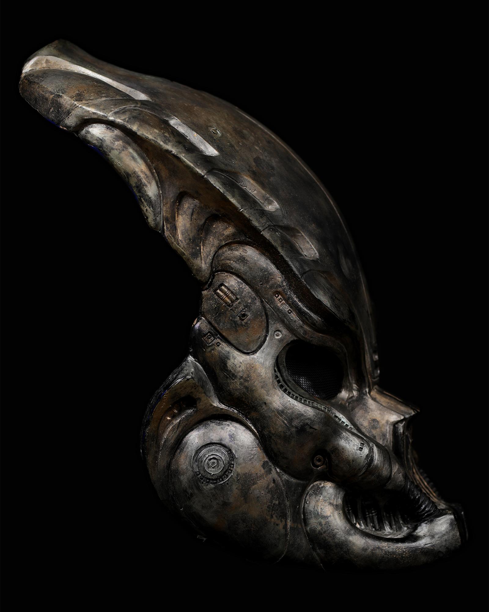 Pedator-bio-mask-helmet-original-prop-05.jpg