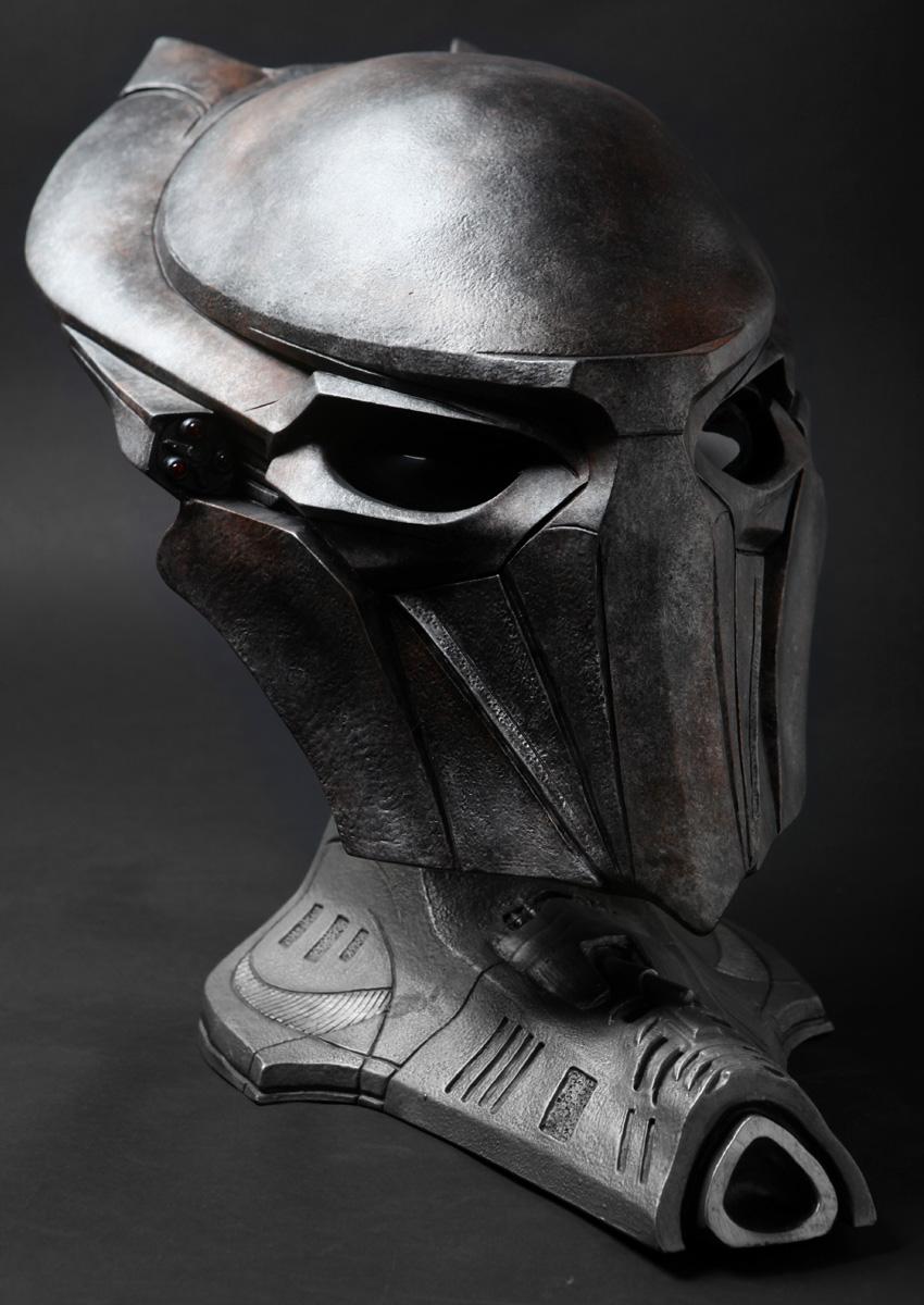 sideshow-falconer-predator-mask-repaint-2.jpg
