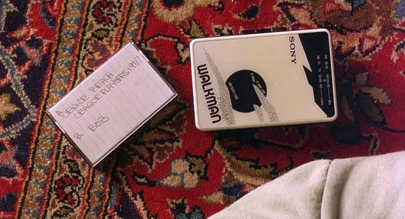 Sony-Walkman-Stereo-Cassette-Player-Used-by-Jeff-Bridges-The-Dude-in-The-Big-Lebowski-2-800x43...jpg