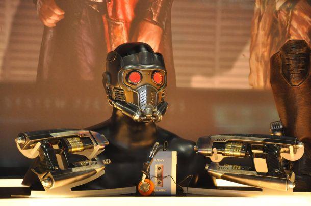 star-lord-helmet-guns-walkman-guardians-galaxy-comic-con-13-610x405.jpg