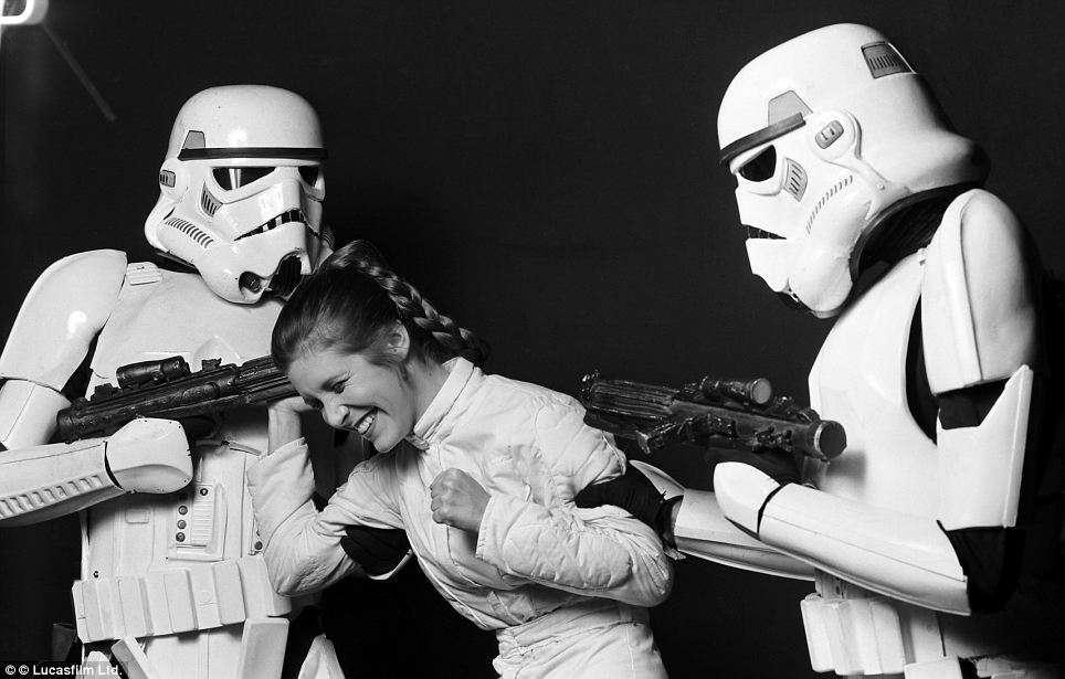 stormtroopersLeia.jpg