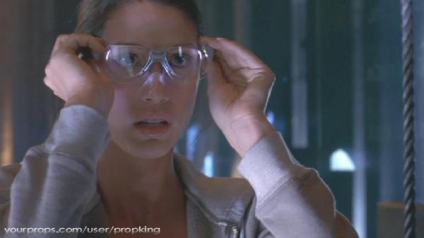 Thirteen-Ghosts-Hero-Working-Ghost-Glasses-2.jpg