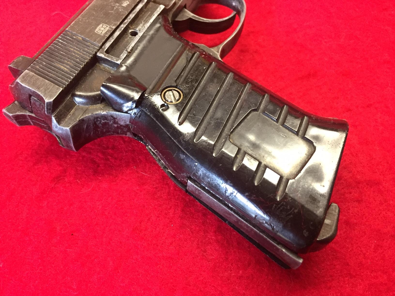 Walter's UNCLE Gun (13).jpg