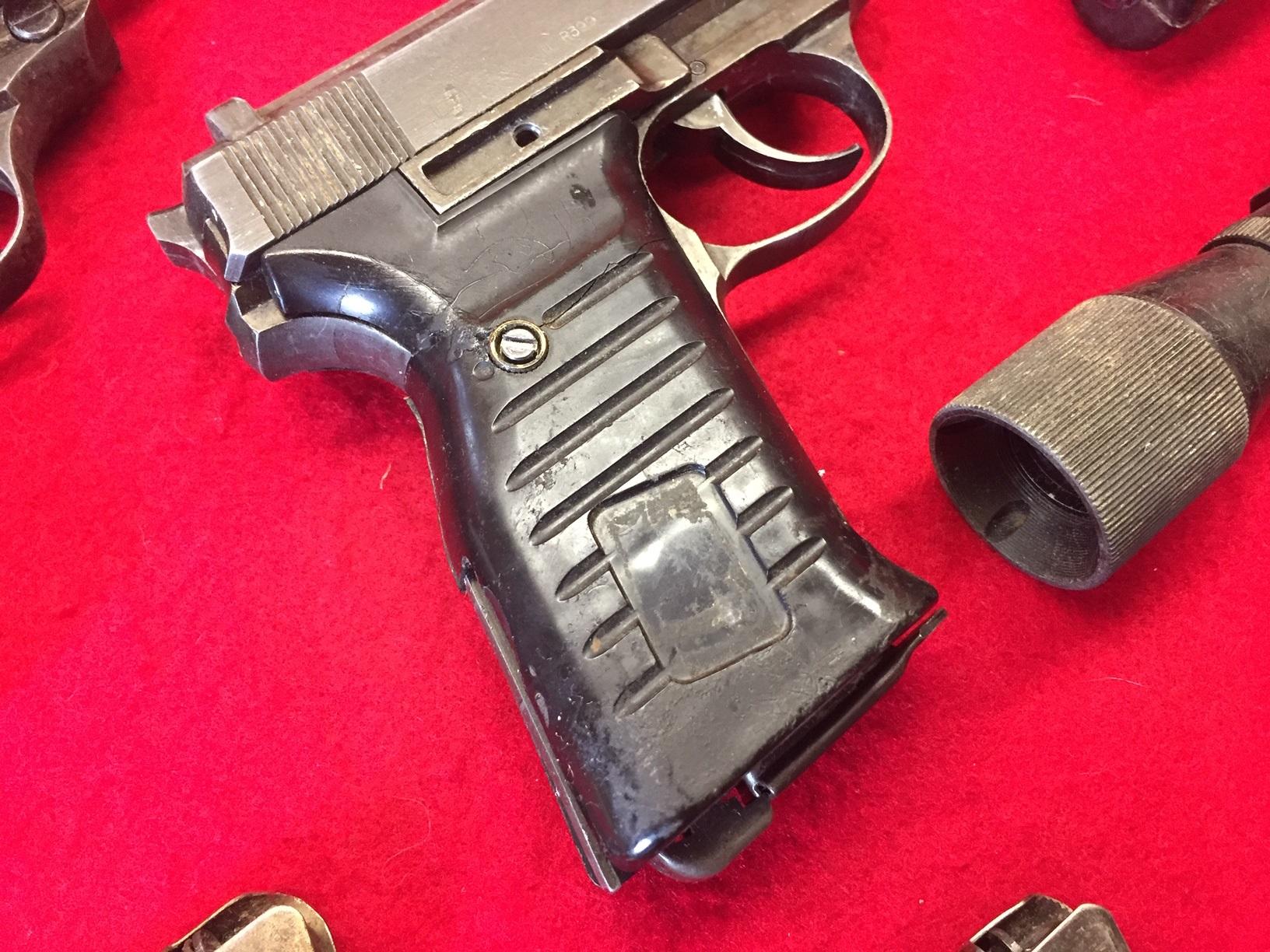 Walter's UNCLE Gun (4).jpg
