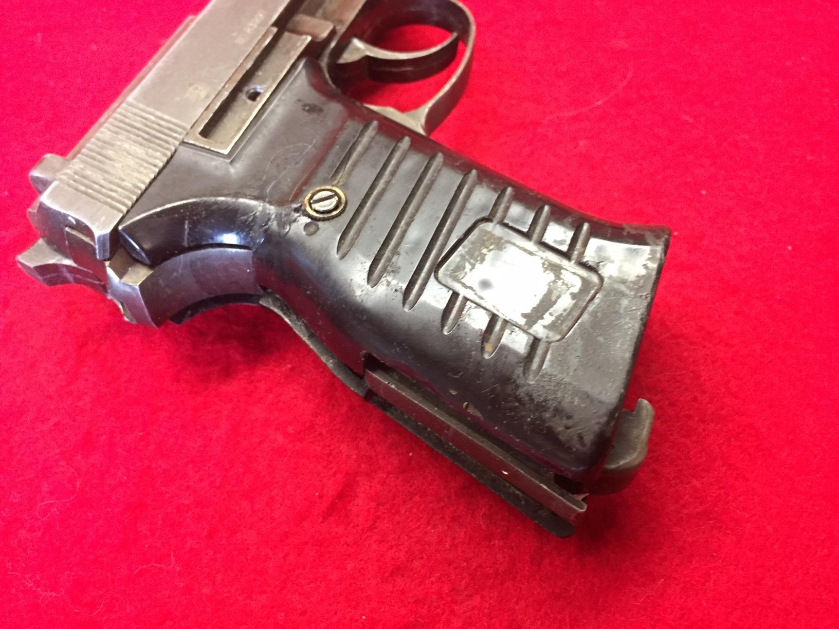 Walter's UNCLE Gun (5).jpg