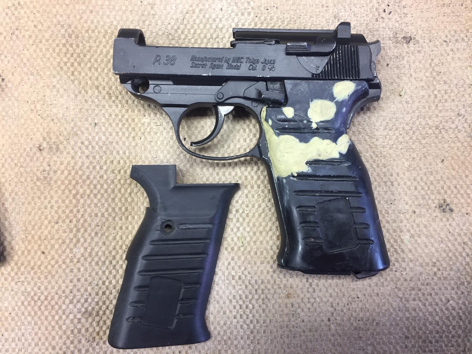 Walter's UNCLE Gun (70).jpg