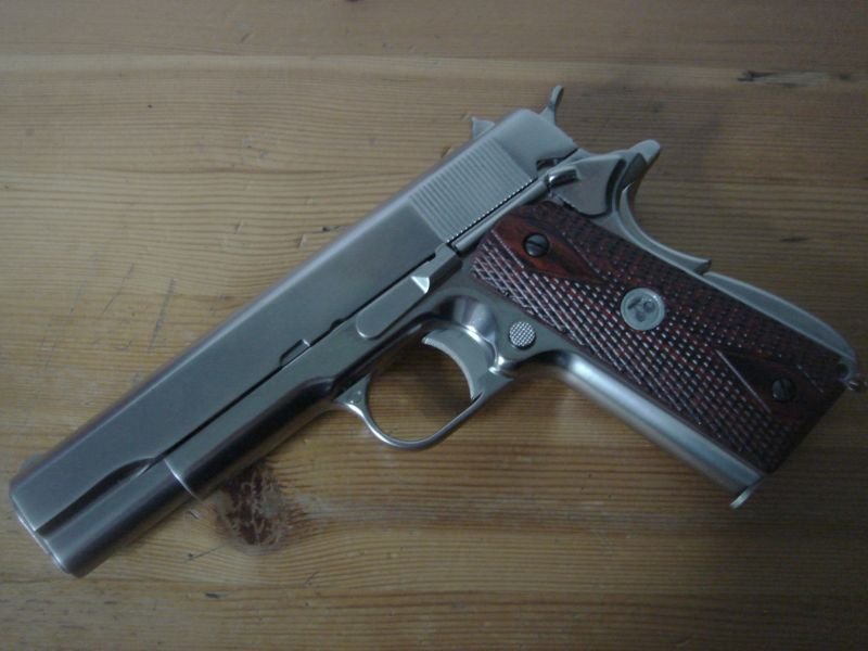 Babydoll WE Colt 1911 - Wooden grips with cherry medallion (Sucker
