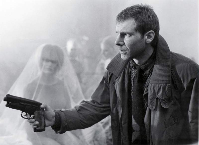 Deckard hunting for Pris...