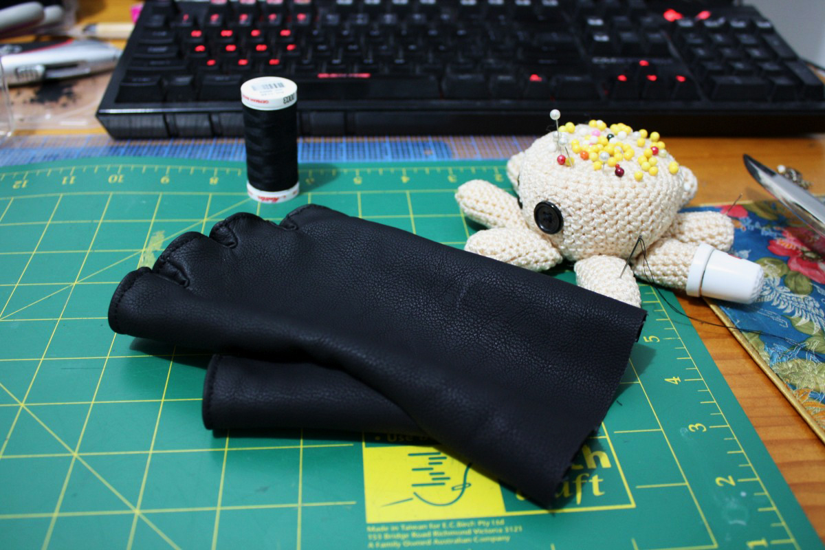 I found machine sewing not accurate enough, so decided to handsew these ones. It was a good decision in the end!
