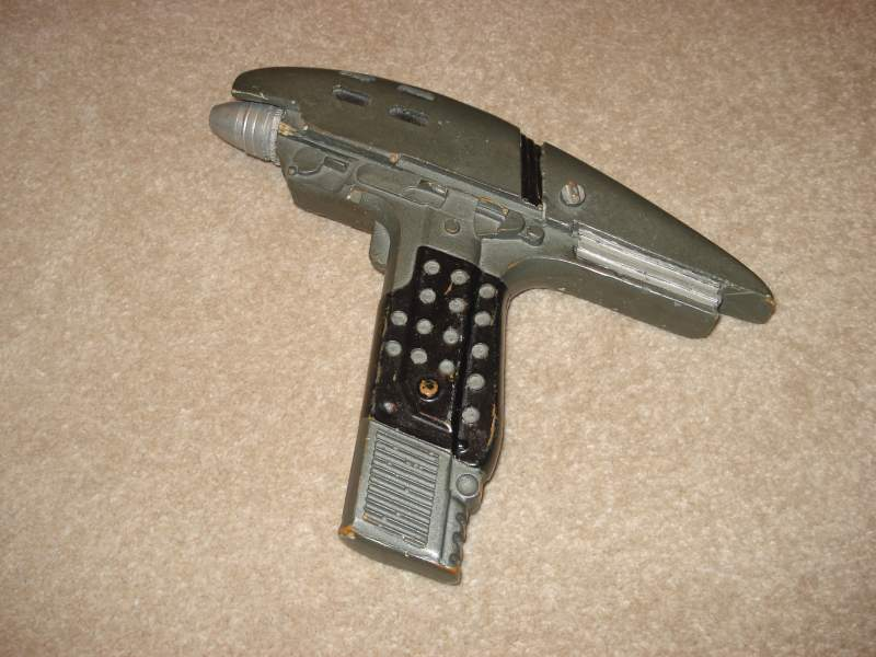 I obtained this copy of a Star Trek:VI Assault Phaser many many years ago. I believe the colour scheme to be way off. I think in time I may start a fr